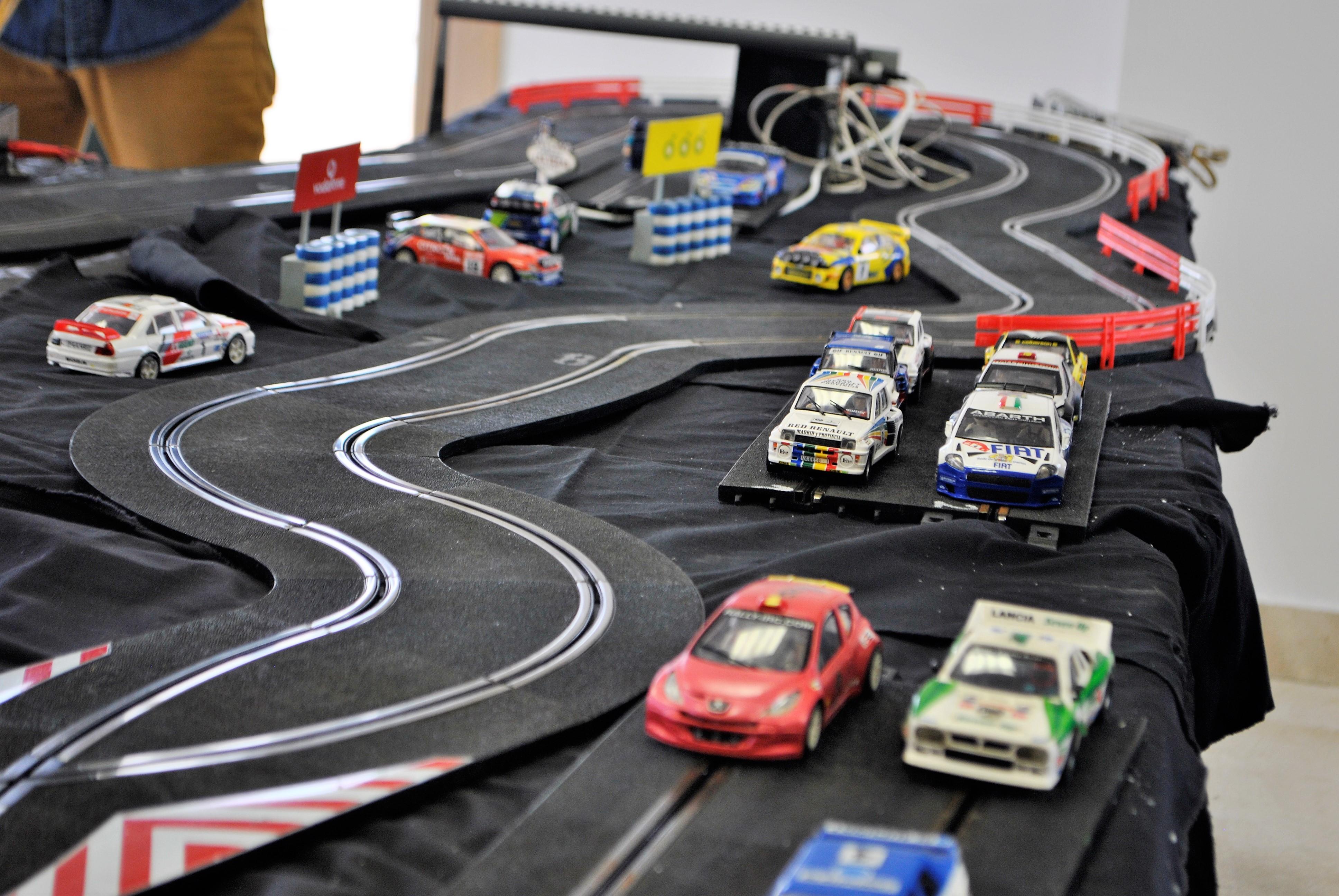 Una veintena de corredores disfrutan como niños en el I Campeonato de Rally Slot 'Estrella de Yebes'