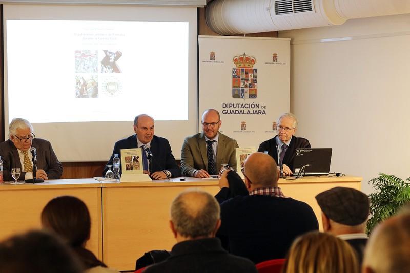 El historiador Juan Gabriel Ranera presentó ayer  su libro 'El patrimonio artístico de Pastrana durante la Guerra Civil'