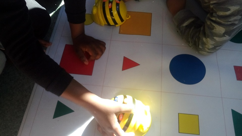 Ven a jugar con Beebots en la Biblioteca Pública de Guadalajara